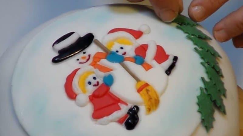 Panettone decorato con pasta di zucchero