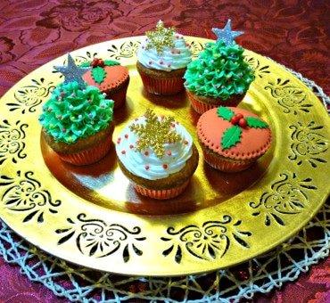 Decorare dei cupcakes natalizi