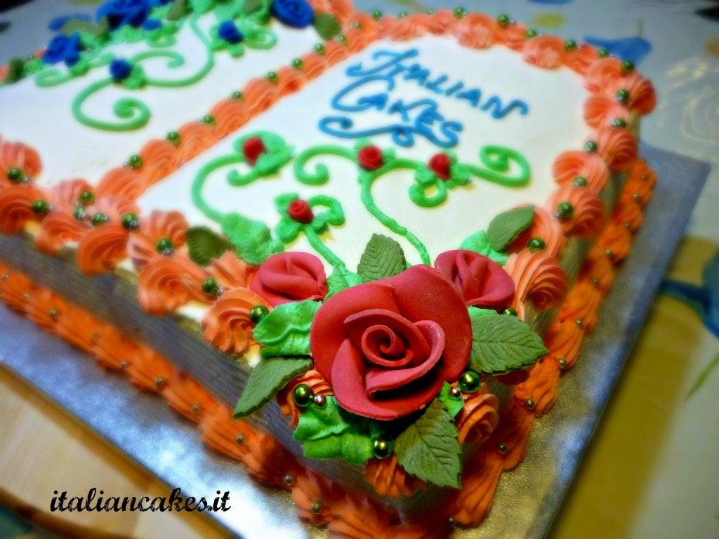 Torta decorata con Panna a forma di libro