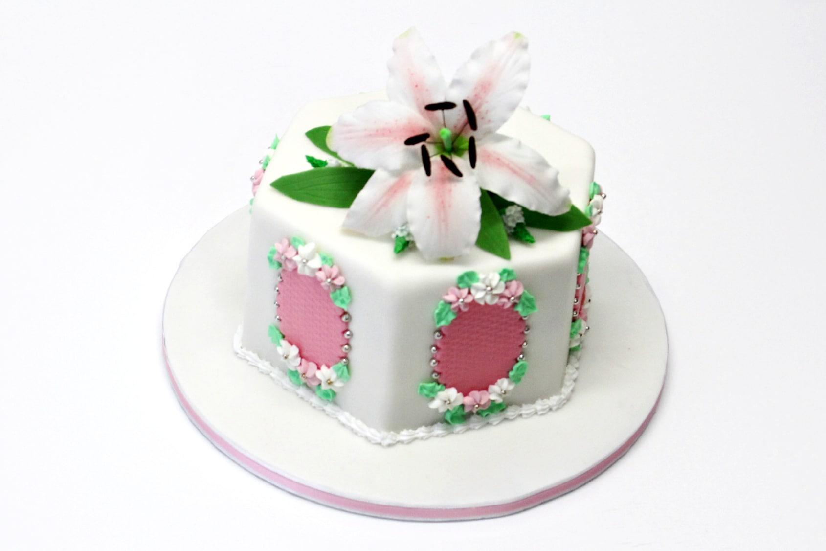 torta decorata lily cake