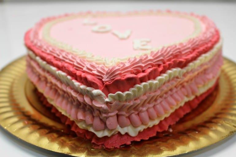 Torta di san valentino in panna montata italiancakes for Decorazioni di torte con panna montata