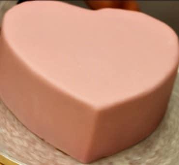 Rivestire una torta a forma di cuore