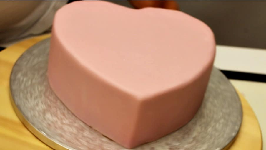 Rivestire torta in pasta di zucchero