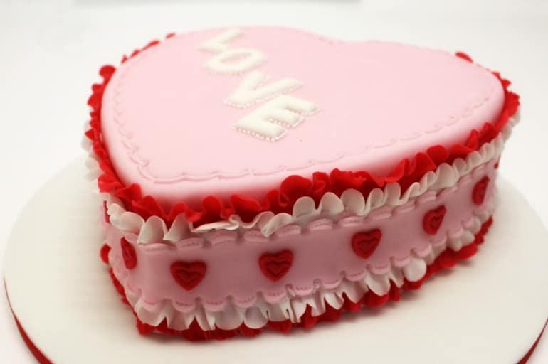 Torta di San Valentino in pasta di zucchero
