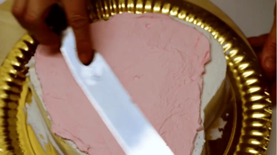 Rivestire una torta con panna montata