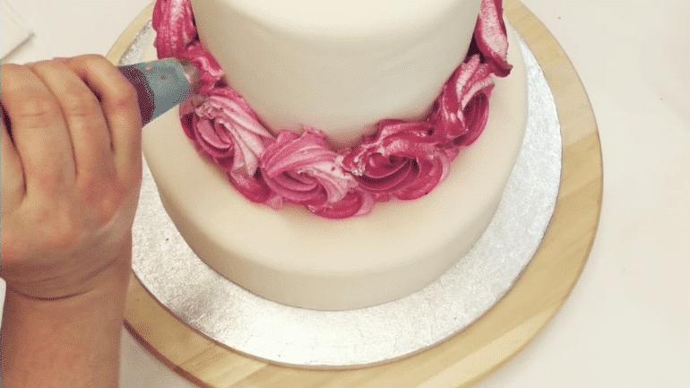 Rose cake royal icing