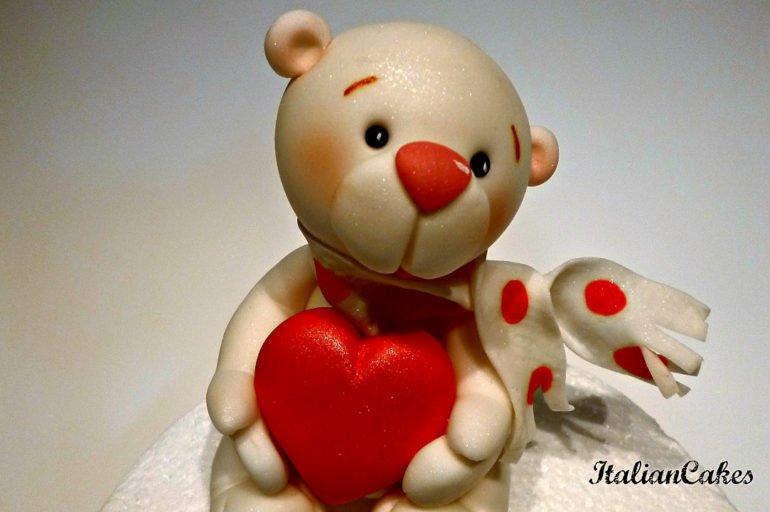 Cake design: orsetto in pasta di zucchero