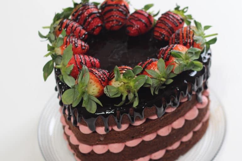 Torte decorate: naked cake di San Valentino