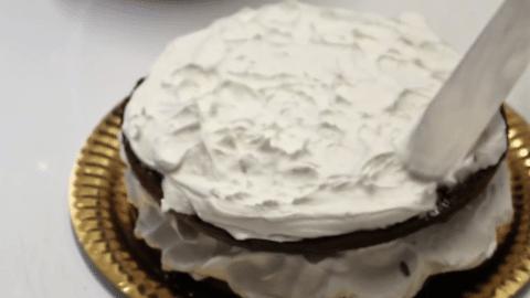Decorazione della torta Foresta Nera