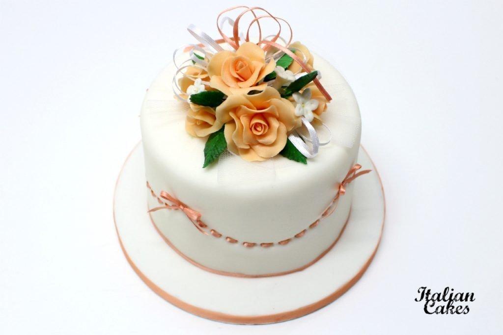 Cake design torta decorata con fiori di pasta di zucchero