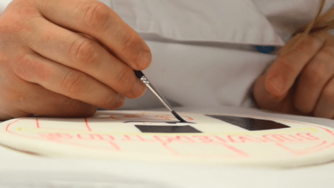 Pitturare il logo della torta