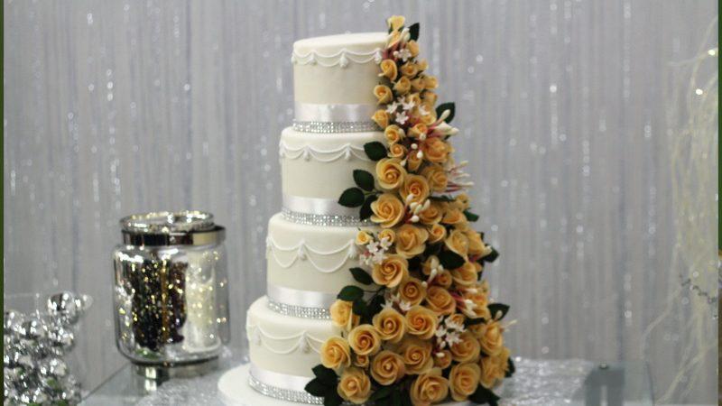 Torta di nozze in pasta di zucchero