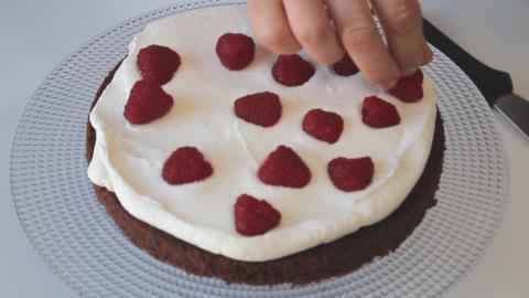 Farcire una torta di compleanno