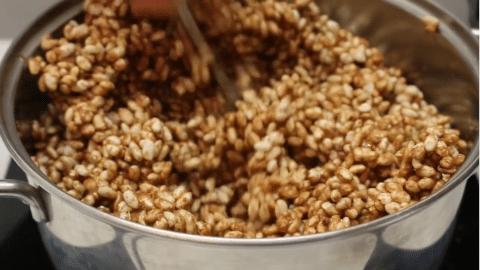 Mescolare il riso soffiato
