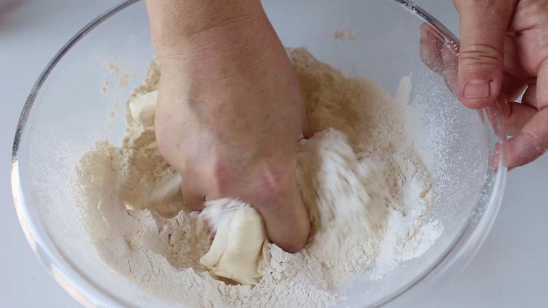 Impastare la pasta frolla