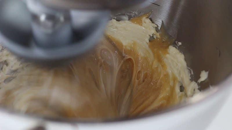 Preparare la crema al burro allo zabaglione
