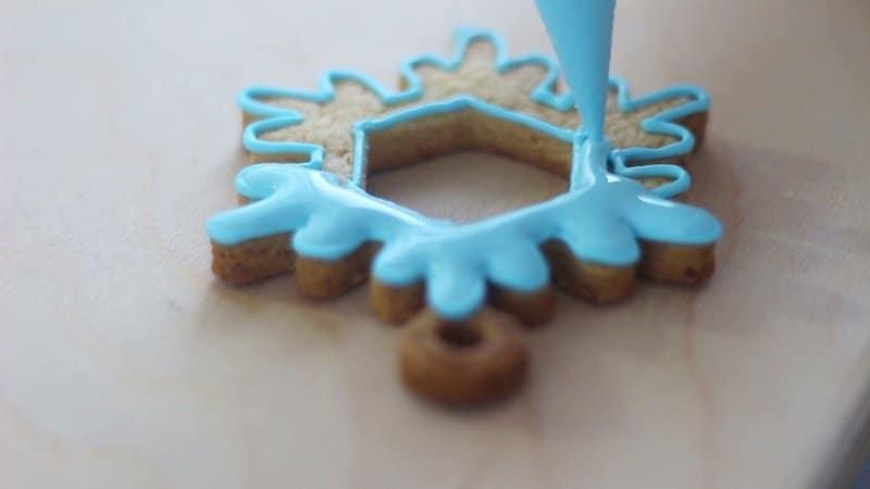 Decorare biscotti con ghiaccia reale