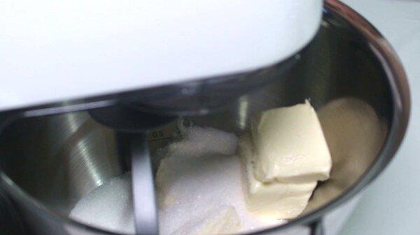 montare-zucchero-e-burro
