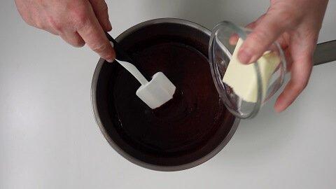 glassa-al-cioccolato-per-drip-cake