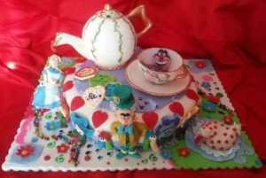 Torta decorata alice in wonderland